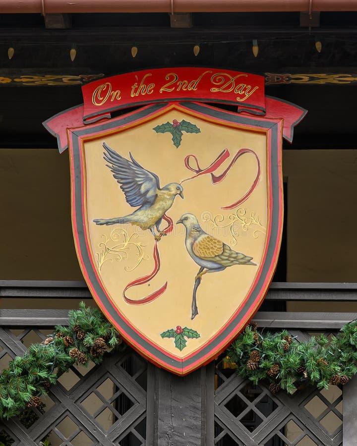 Símbolo do segundo dia do famoso 'Os Doze Dias do Natal', uma canção com doze versos cada descrevendo um presente dado imagem de stock