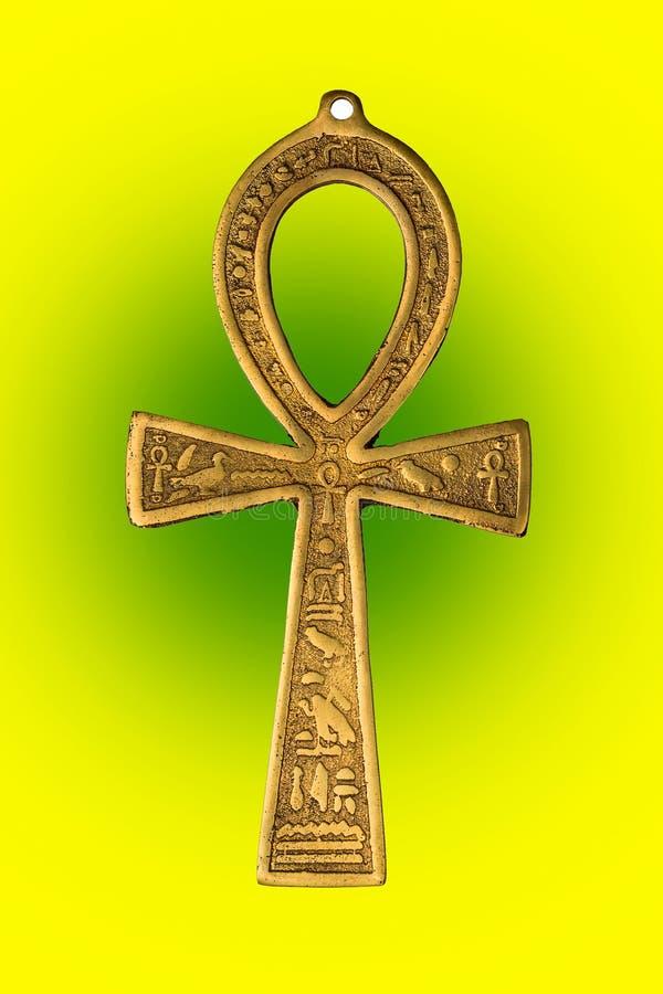 Símbolo egípcio da vida Ankh no fundo verde amarelo Feche acima da imagem fotografia de stock royalty free