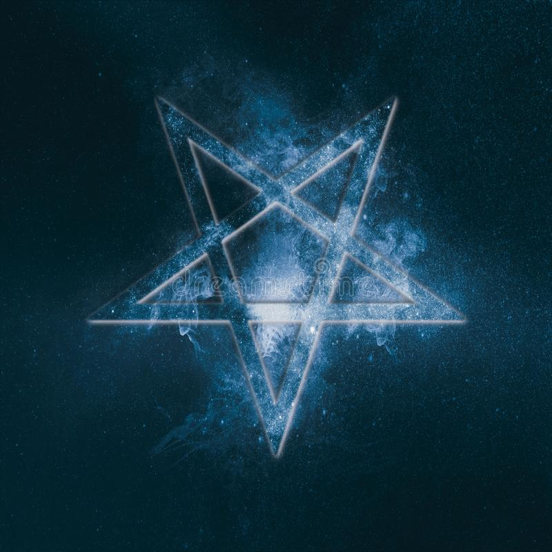 Símbolo invertido del Pentagram Fondo abstracto del cielo nocturno libre illustration