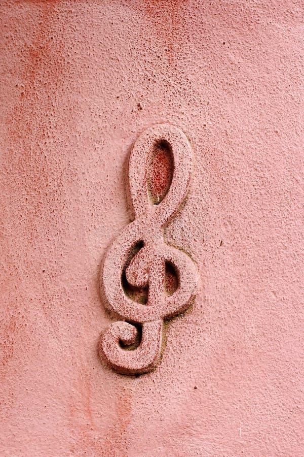 Símbolo musical en la pared fotos de archivo