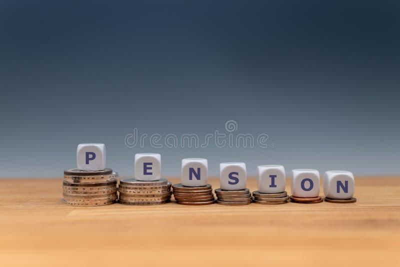 Símbolo para las pensiones de disminución fotos de archivo