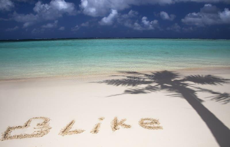 Símbolo social de la red en la playa foto de archivo