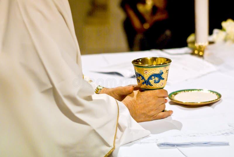 Símbolos da religião: pão e vinho fotografia de stock royalty free