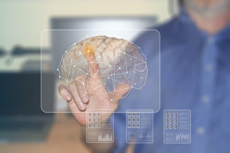 Símbolos de la mano y de los órganos humanos en las pantallas virtuales foto de archivo