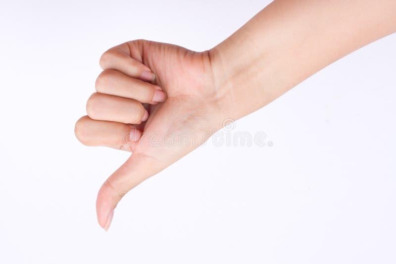 Símbolos de la muchacha de la mano del finger la mano del concepto que muestra los pulgares abajo y la mala aversión en el fondo  imagen de archivo