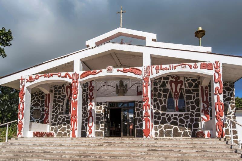 Símbolos de Rapa Nui nas paredes da igreja de Hanga Roa fotos de stock royalty free
