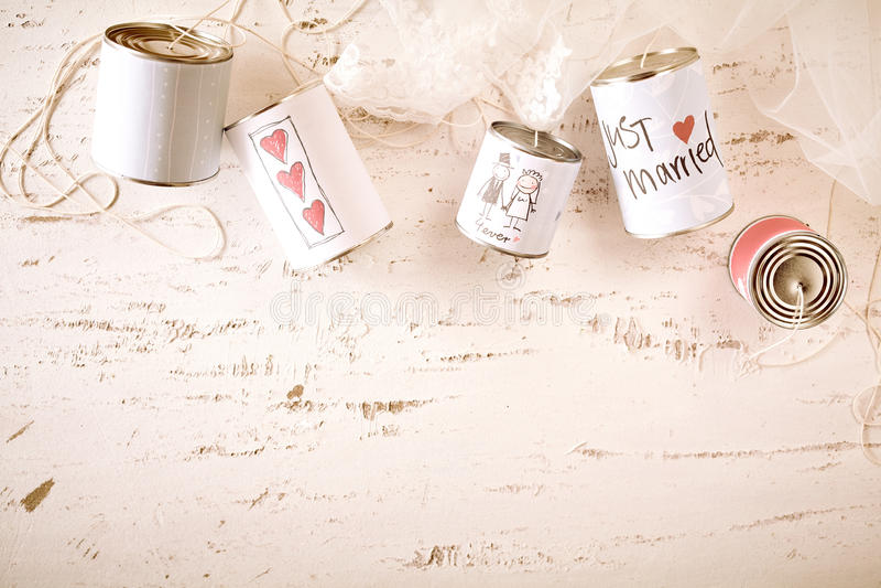 Símbolos rabiscados do amor e da união em latas do metal fotos de stock royalty free