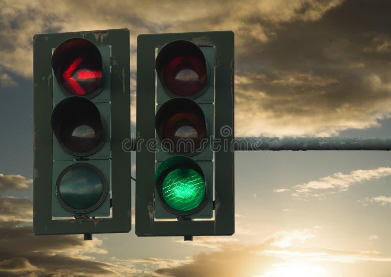 Símbolos verdes vermelhos dos sinais fotos de stock