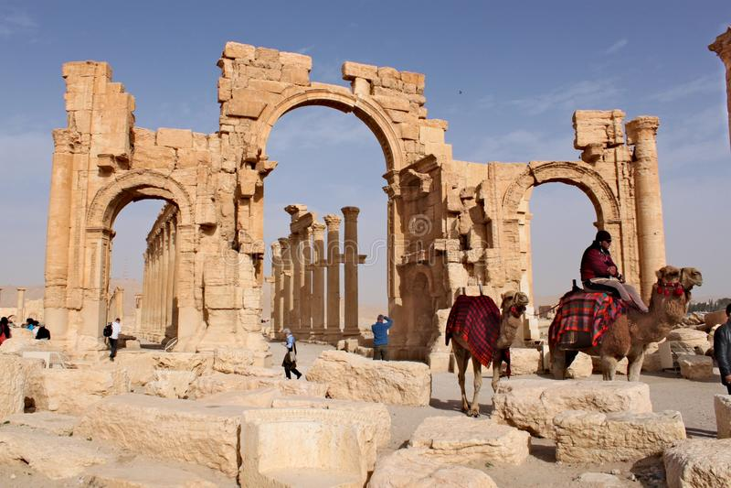 Síria, Palmyra; 25 de fevereiro de 2011 - arco de Triumph Ruínas da cidade semítico antiga do Palmyra pouco antes fotos de stock