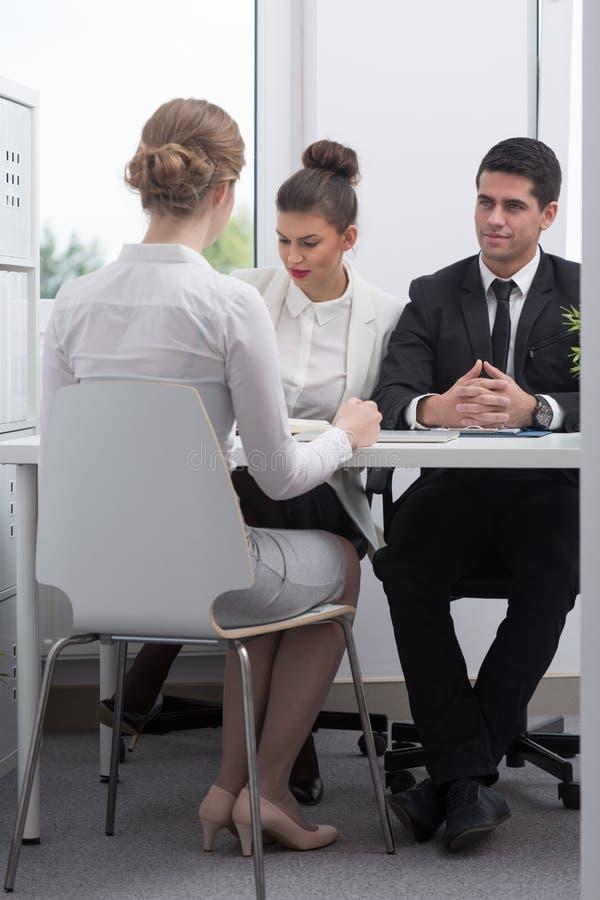 Sócios comerciais durante a reunião foto de stock royalty free