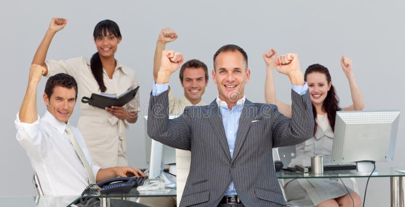 Sócios comerciais multi-ethnic bem sucedidos imagens de stock royalty free