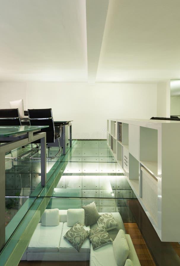 Sótão interior, largo, estúdio imagens de stock royalty free