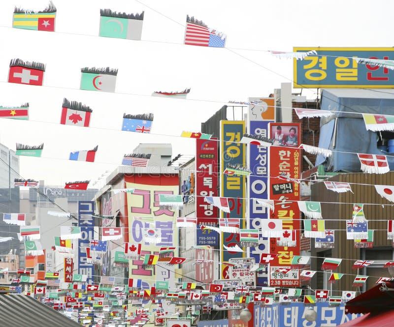 Söder utfärda utegångsförbud för, Nam Dae Mun i korean, marknadsför royaltyfri fotografi