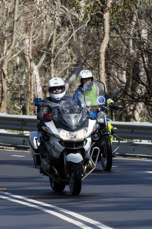 Södra australisk polis som rider en BWM-polismotorcykel arkivfoto