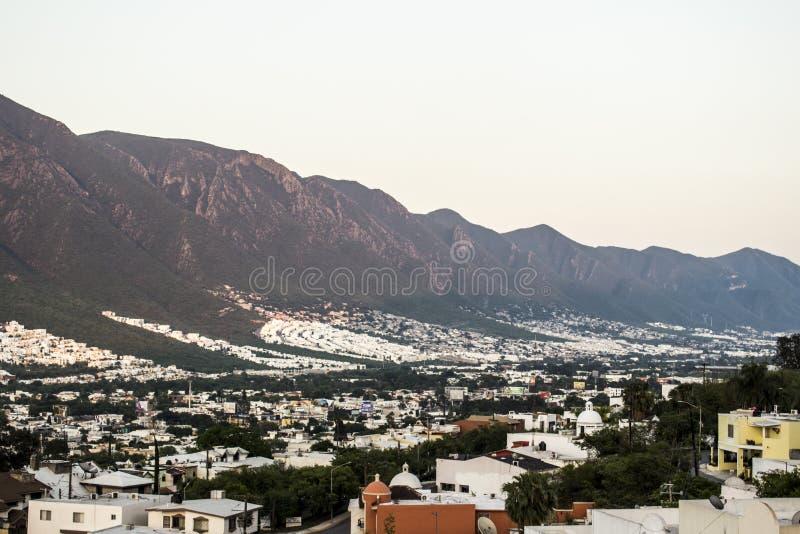 Södra del av staden av Monterrey, Nuevo Leon, Mexico arkivbilder