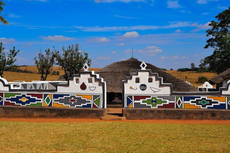 södra by för africa ndebele royaltyfri bild