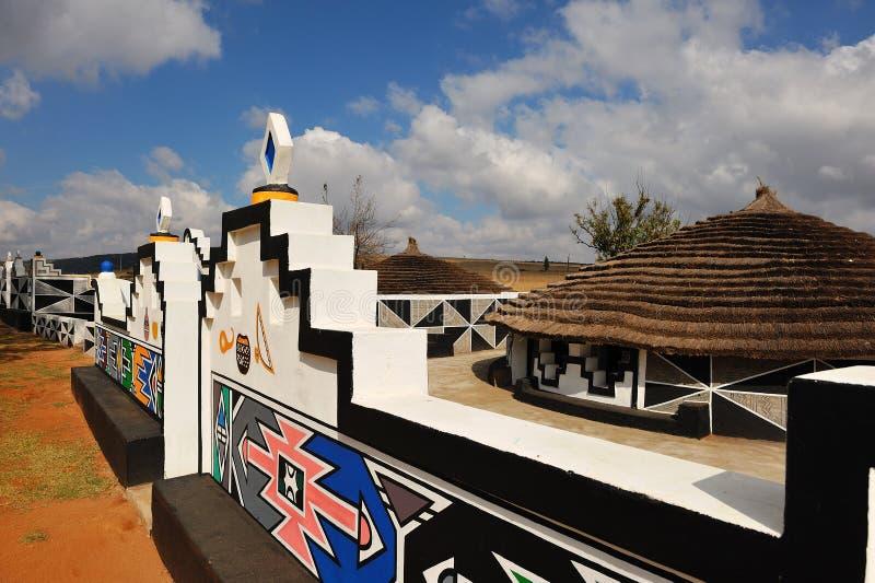 södra by för africa ndebele fotografering för bildbyråer