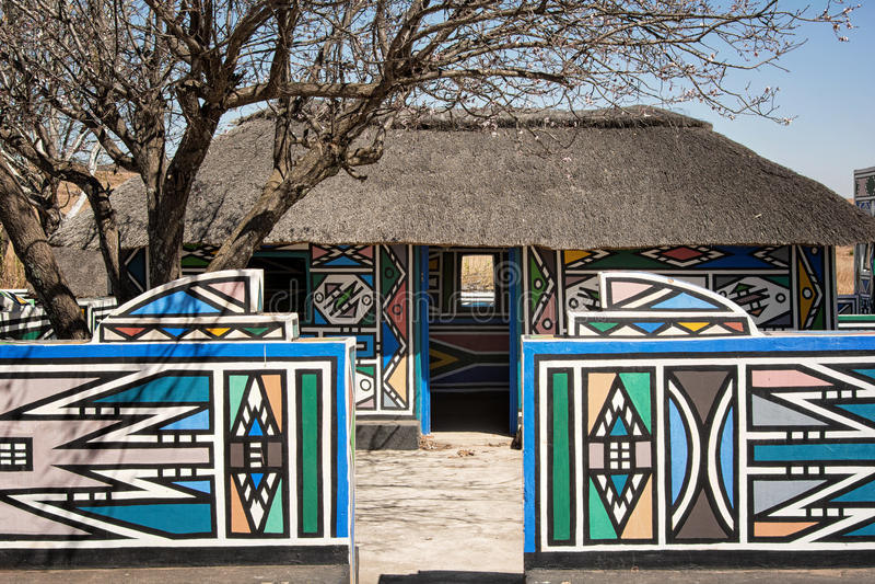 södra by för africa ndebele arkivbild