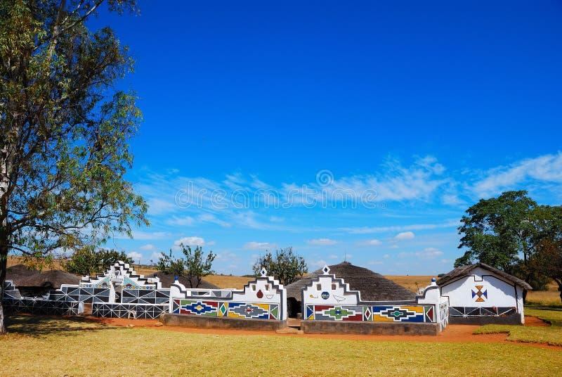 södra by för africa ndebele arkivfoton