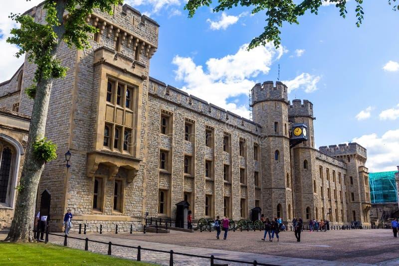 Södra framsida av det Waterloo kvarteret london torn royaltyfri fotografi