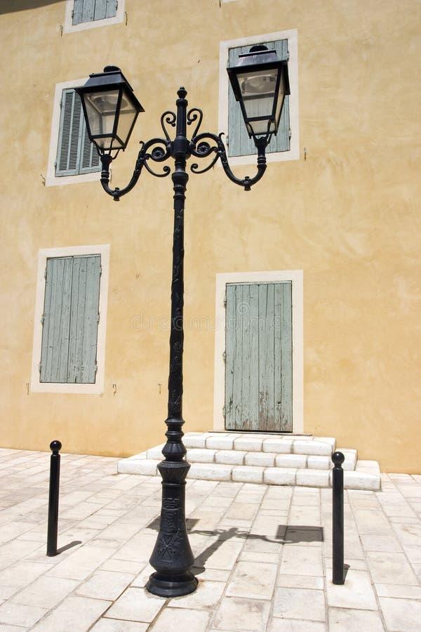 södra france lamplight royaltyfri foto
