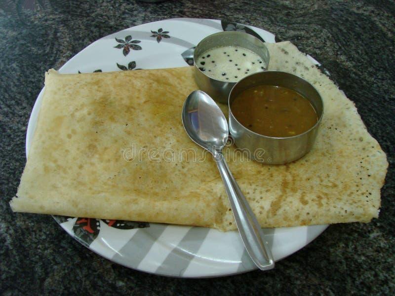 Södra indisk frukost, Dosa, Masala, chutney, grönsaker royaltyfria bilder