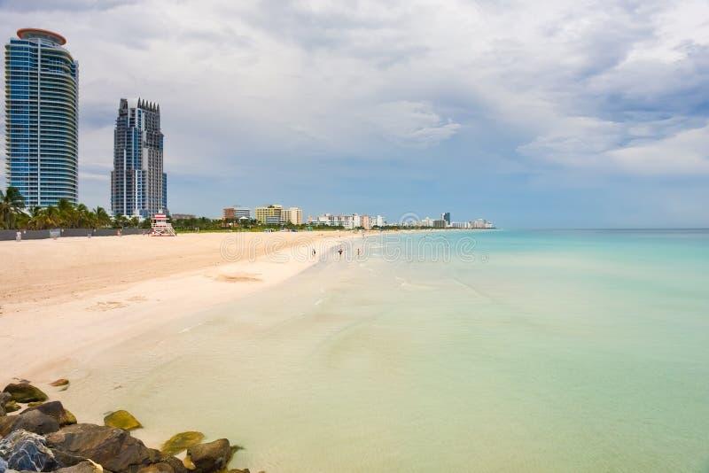 södra molnig dag för strand royaltyfria bilder