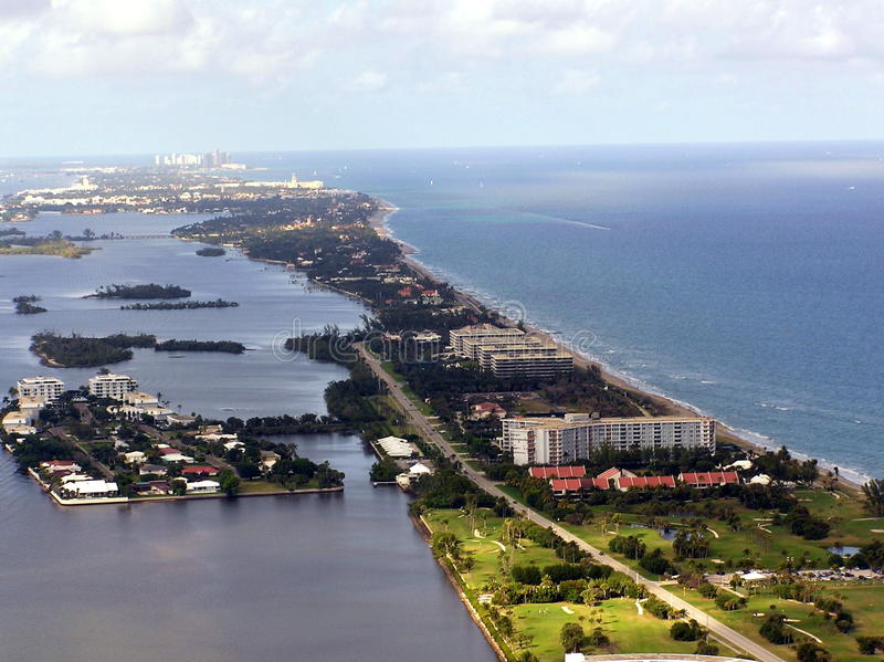Södra Palm Beach & flyg- sikt för ibisö arkivbild