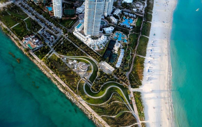 Södra Pointe parkerar av Miami Beach från himmel royaltyfri foto
