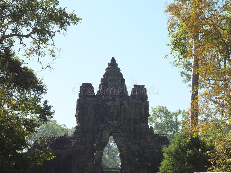 Södra port av Angkor Thom, Angkor royaltyfri foto