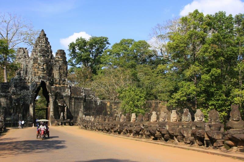 Södra port av Angkor Thom royaltyfri foto