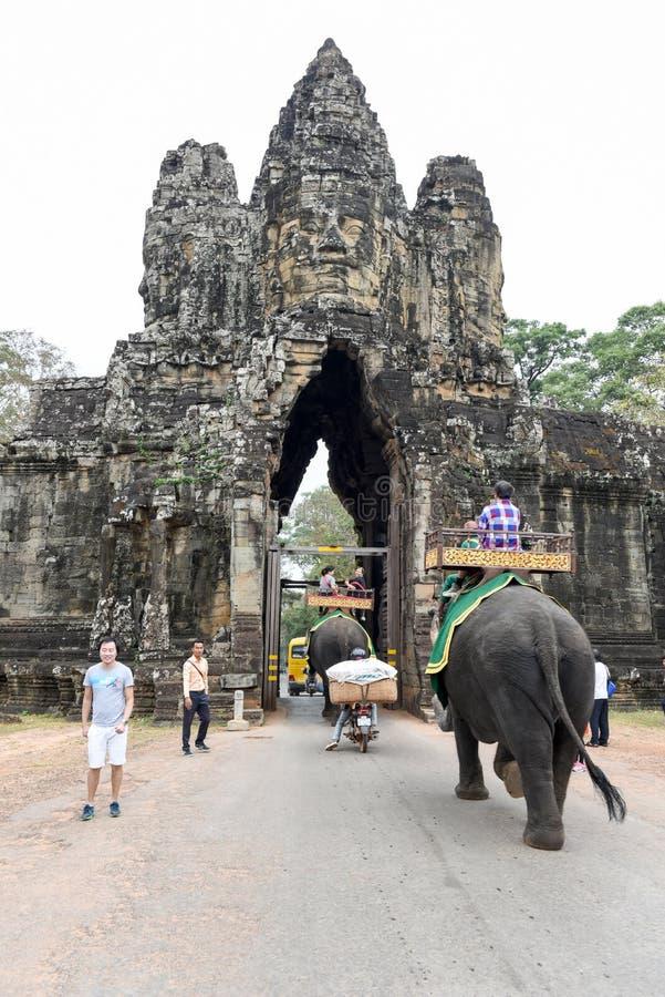 Södra port till Angkor Thom i Cambodja royaltyfri bild