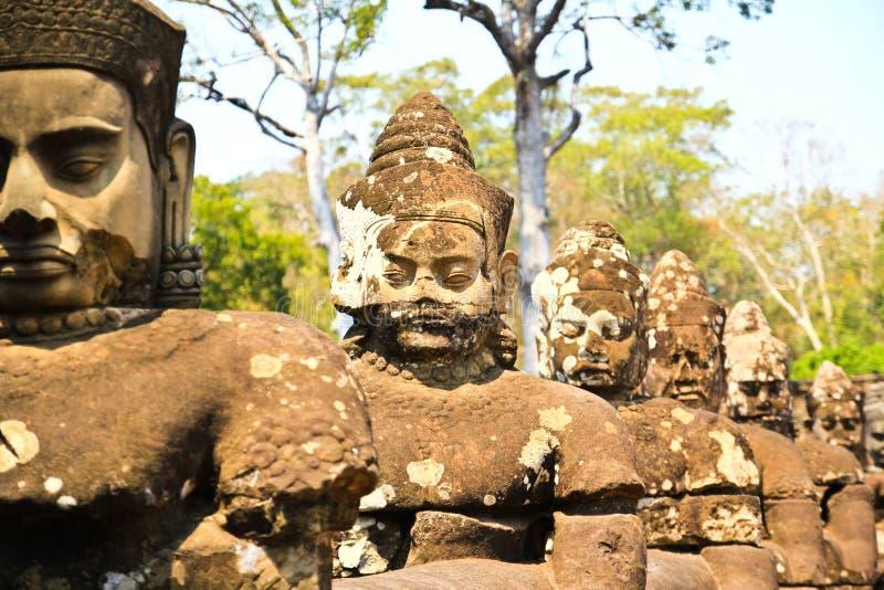 Södra port till Angkor Thom i Cambodja royaltyfri foto