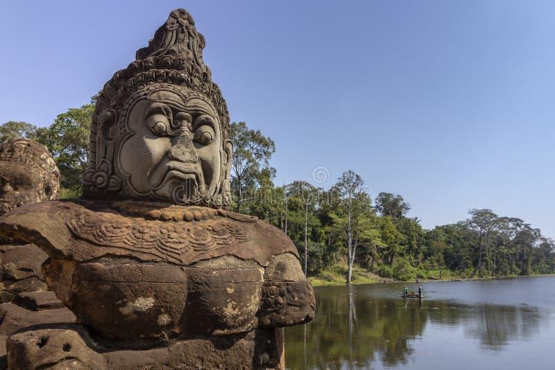 Södra portingång till Angkor Thom, den sista och mest bestående huvudstaden av en khmervälden arkivbild