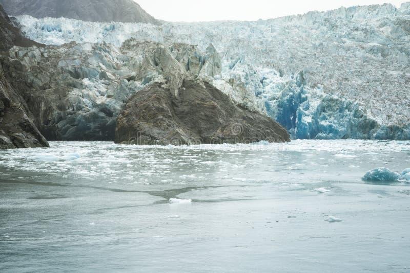 Södra Sawyer Glacier på slutet av armen för Tracy ` s, Alaska royaltyfri fotografi