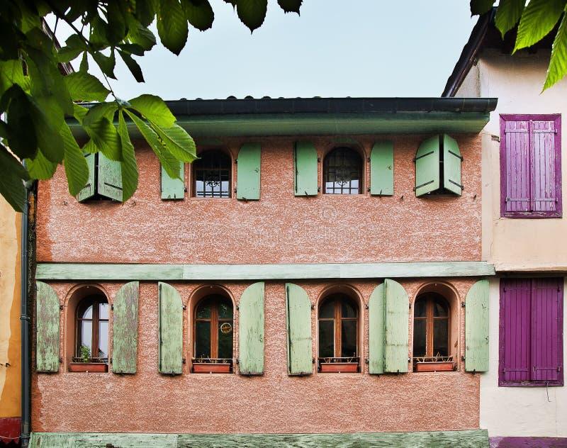 södra trä facadefrance för medeltida mirapoix royaltyfri fotografi