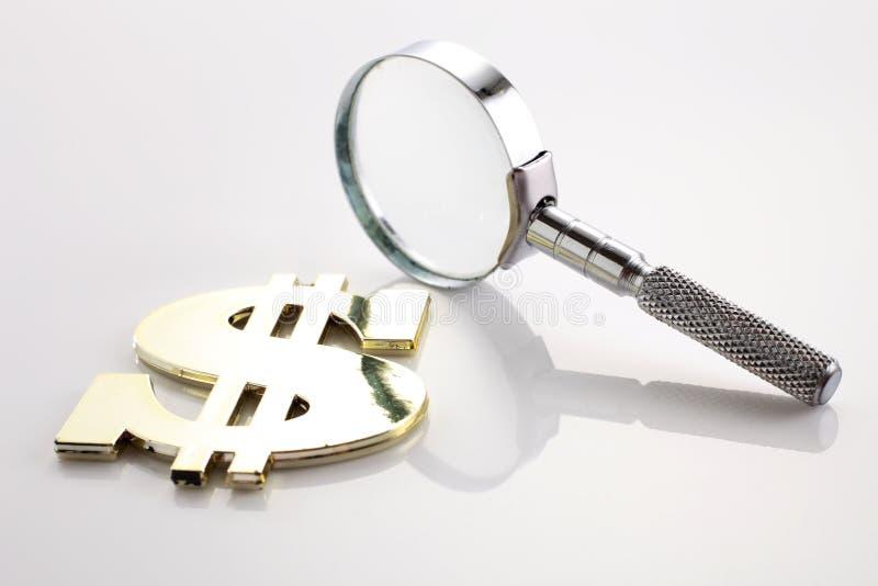 Söka efter pengar royaltyfri bild