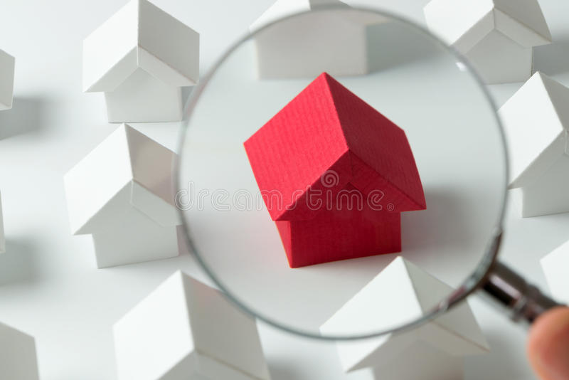 Sökande för hus arkivbild