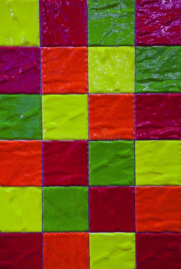 Sömlös modell för färgrika tegelplattor med fyrkanter arkivbild