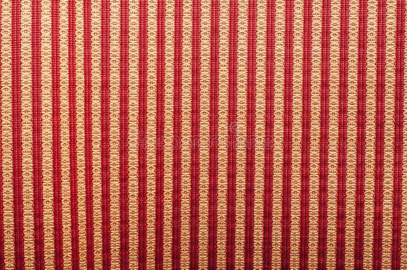Sömlös randig modell av rött och vitt på band på svart bakgrund arkivfoto