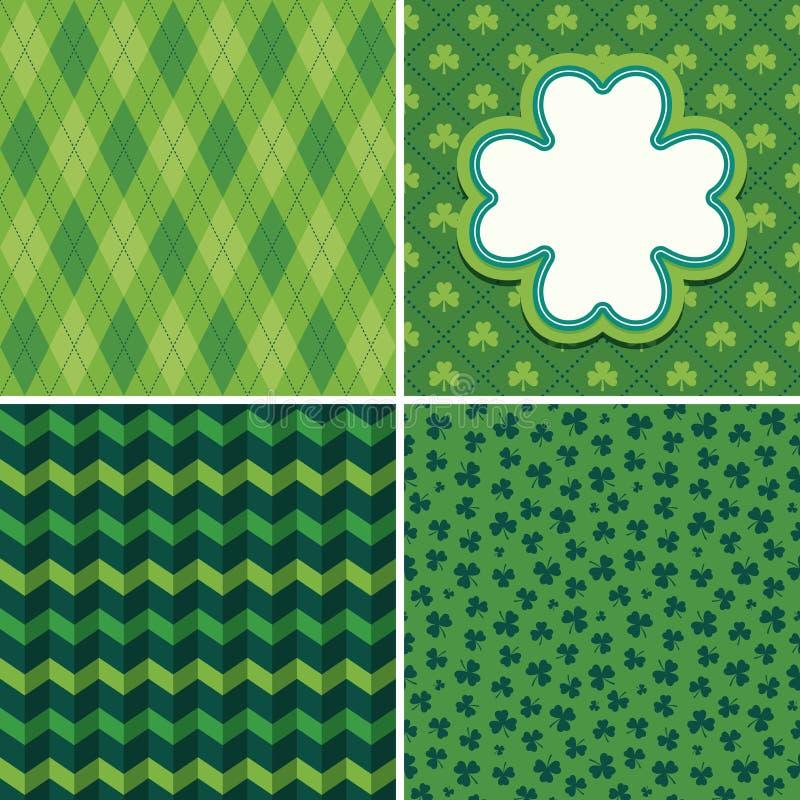 Sömlösa gröna irländska bakgrunder och treklöverkortuppsättning 2 vektor illustrationer