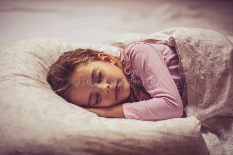 Sömn är viktig för en växande mening arkivfoton