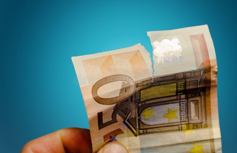 Sönderriven eurosedel arkivbilder