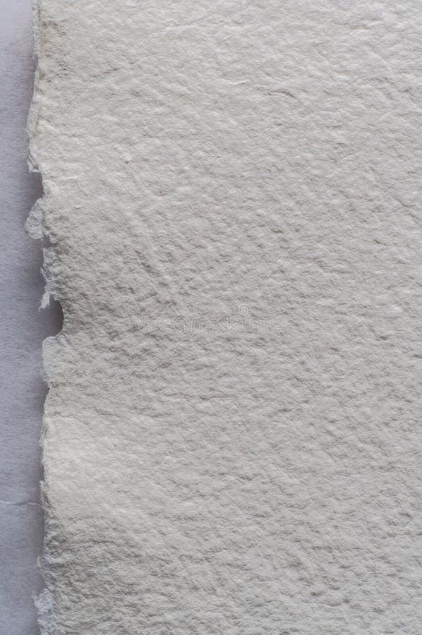 Sönderriven kant av vita Art Paper Background Texture royaltyfri foto