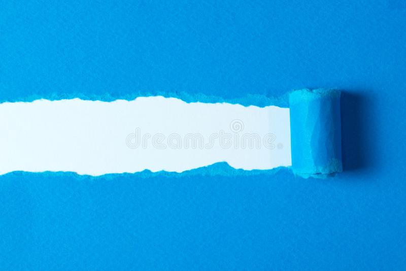 Sönderrivet papper med rev sönder kanter royaltyfria bilder