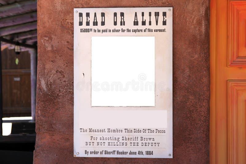 Sönderrivna vilda västern önskade affischen på väggen royaltyfria bilder