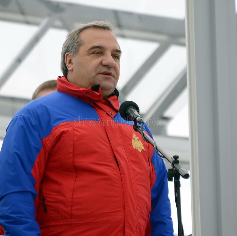 Sörja för från den ryska federationen för borgerligt försvar, nödlägen och eliminering av följder av naturkatastrofer Vladimir Pu royaltyfri foto
