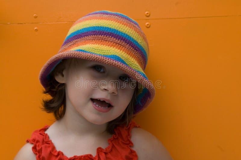 söt flickastående arkivfoto