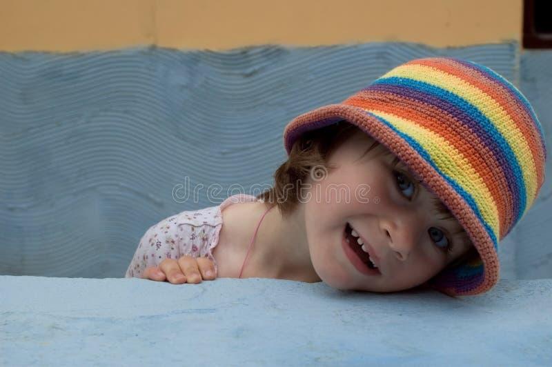 söt flickastående arkivfoton