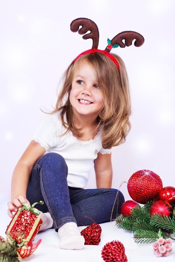 Söt julflicka arkivfoton